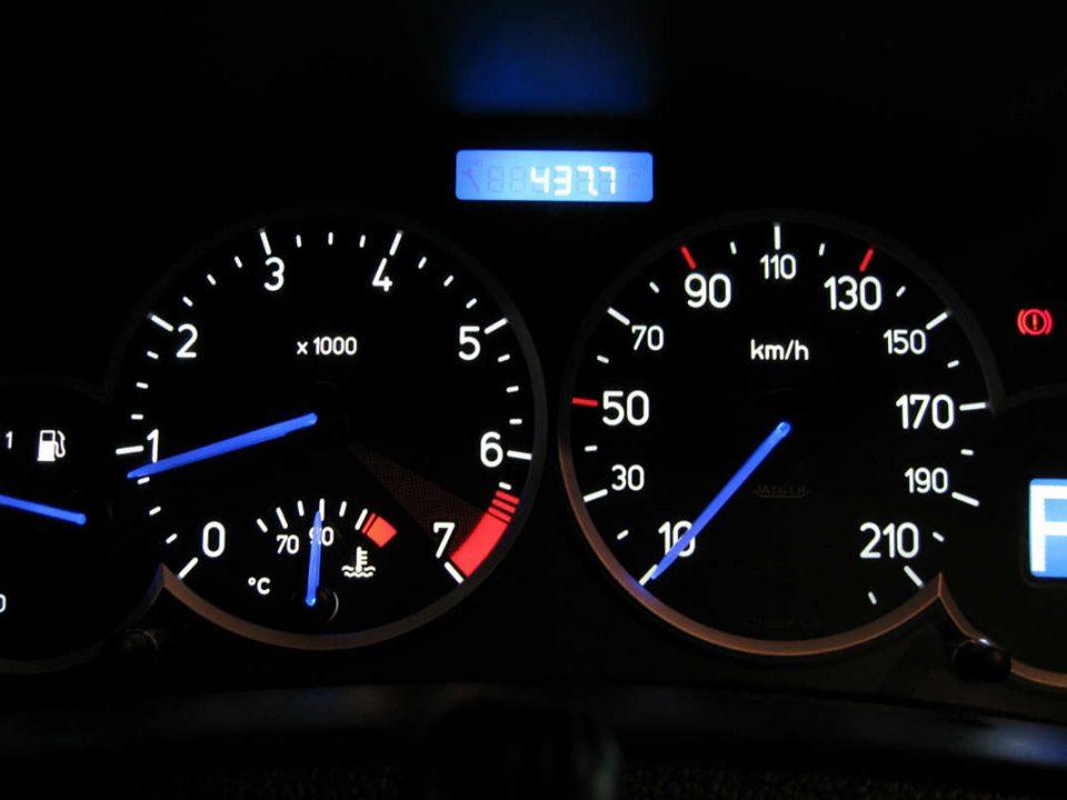 دلایل روشن شدن چراغ روغن خودرو چیست؟ - اتوکلینیک رضایی
