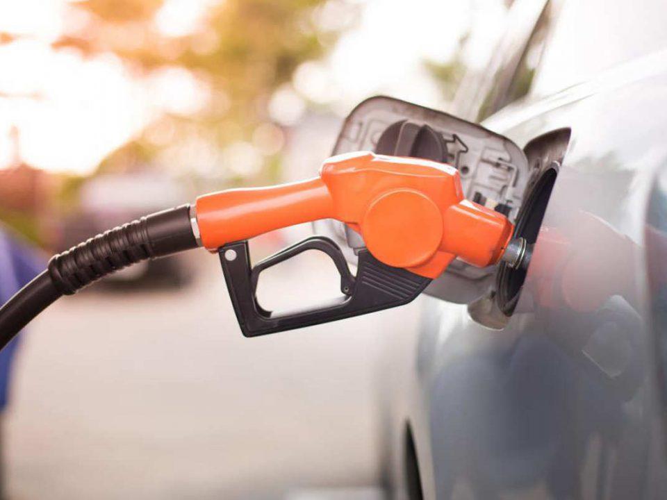 چه مواردی را در هنگام بنزین زدن بهتر است رعایت کنیم؟ - اتوکلینیک رضایی