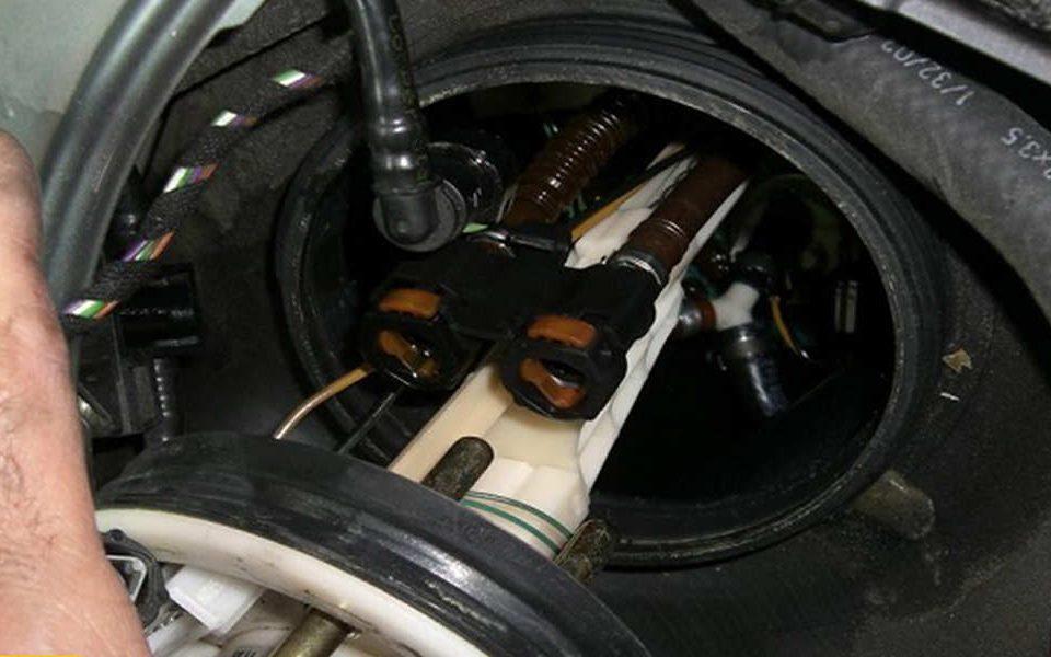 پمپ بنزین اتومبیل و نحوه عملکرد آن - اتوکلینیک رضایی