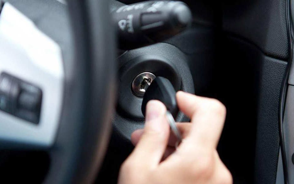 دلایل گیر کردن سوئیچ خودرو چیست؟ – اتوکلینیک رضایی