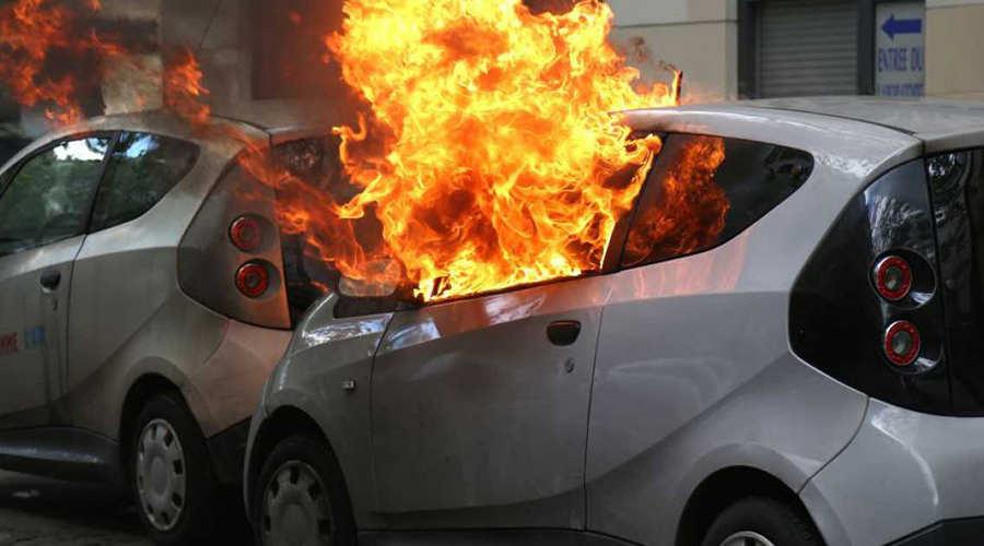 نکته های کلیدی و مهمی که هنگام آتش سوزی در خودرو باید رعایت کنید – اتوکلینیک رضایی
