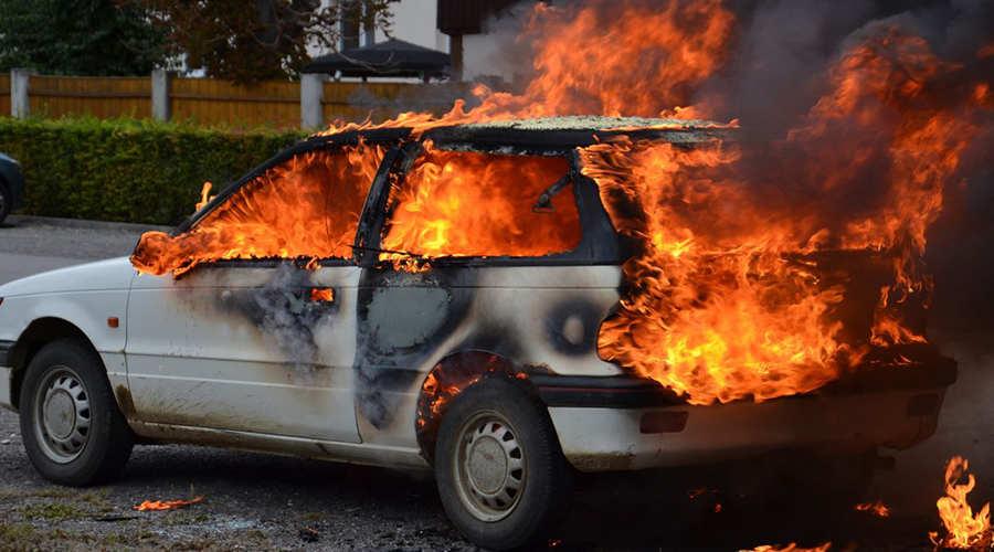 نکات مهم و کلیدی که هنگام آتش گرفتن ماشین باید بدانید – اتوکلینیک رضایی